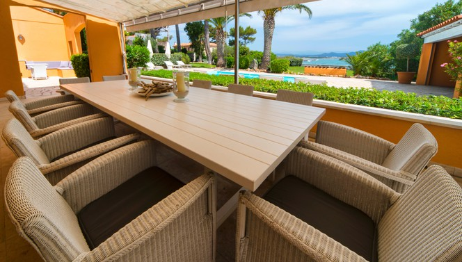 villa-souvenance-private-terrace-outside-hotel-saint-aygylf